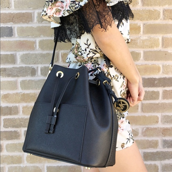75e3a30ae021c6 Michael Kors Bags | Nwt Greenwich Medium Bucket Bag Black | Poshmark
